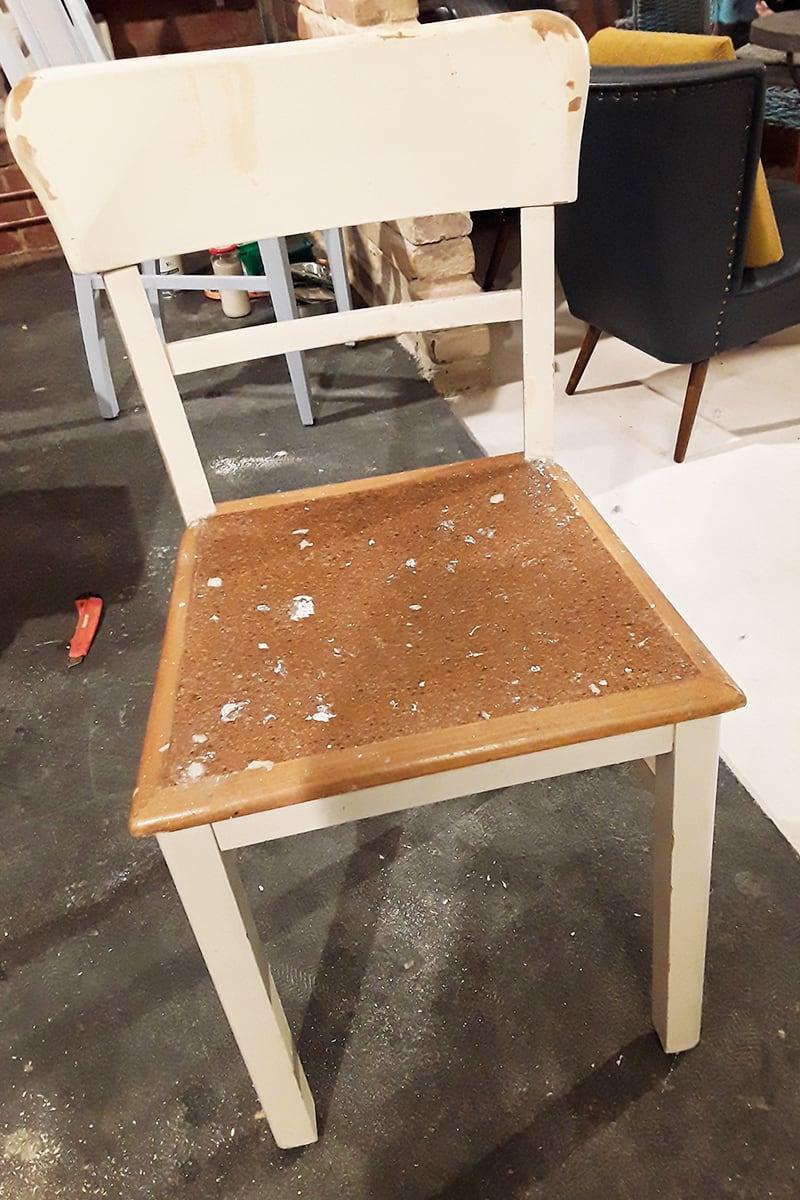 Verwandlerei Fürth - Vorher Stuhl blau